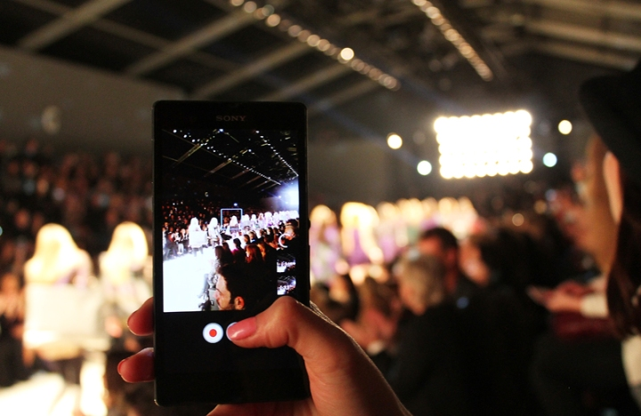 IMG_4143fw-phone-while-show-3