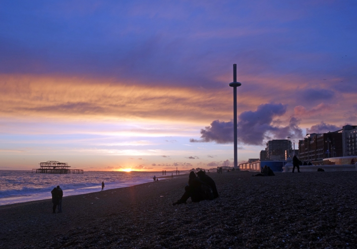 brighton-i360-sunset-old-pier